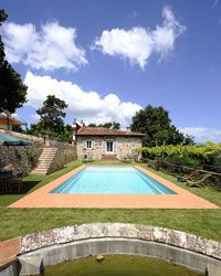 Granaio di Maria holiday villa with swimming pool In the countryside 3km from Lucca, Tuscany